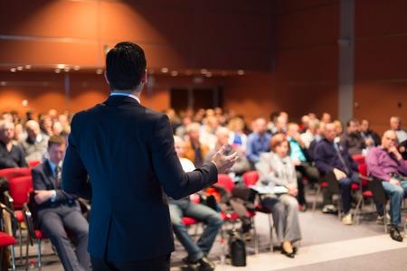 Spreker op Business Conference en Presentatie Publiek bij de conferentiezaal Stockfoto