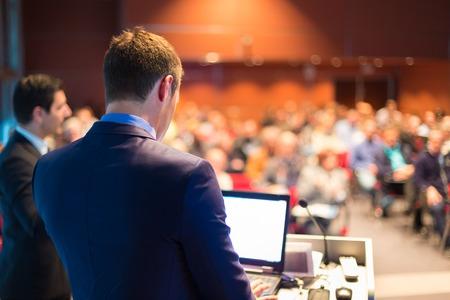 ビジネス会議、プレゼンテーション、会議場にスピーカー