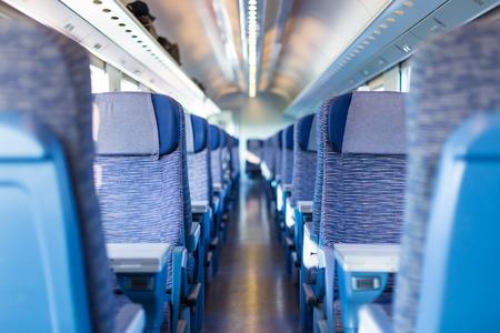 treno espresso: Moderna classe economica europea di treni veloci interno All'interno del vano treno ad alta velocità Archivio Fotografico