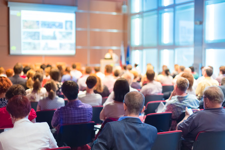 conferencia de negocios: Conferencia de Negocios y Presentaci�n del P�blico en la sala de conferencias Foto de archivo