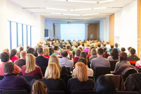 ビジネス会議、プレゼンテーション。会議ホールで聴衆。ビジネスと起業家精神。 写真素材