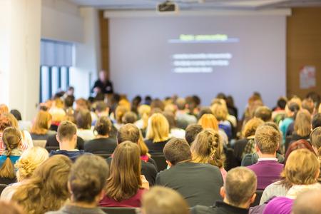 学部講義・ ワーク ショップ。講堂での観客。大学教育。 写真素材