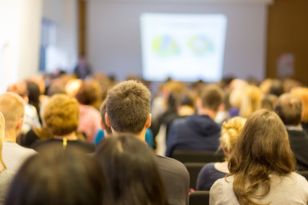 utbildning: Business Conference och presentation. Publik på konferenssalen. Business och entreprenörskap.