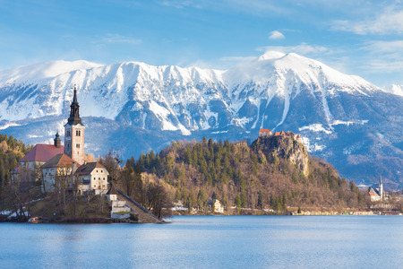 bled: Panoramic view of Julian Alps, Lake Bled with St. Marys Church of the Assumption on the small island. Bled, Slovenia, Europe. Stock Photo