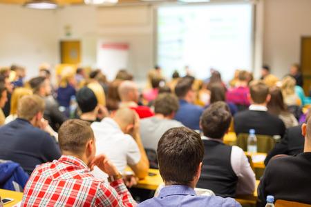 akademický: Diskuse u kulatého stolu na obchodní a podnikatelské dílně.