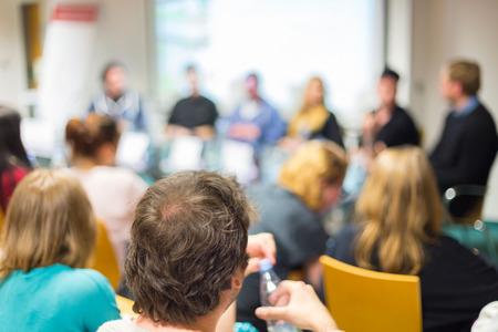 Round table discussion at business and entrepreneurship workshop.  Foto de archivo