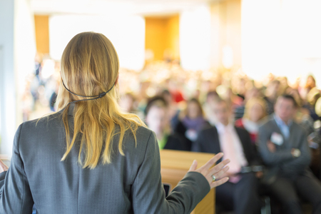 Female speaker at Business Conference and Presentation. Audience at the conference hall. Business and Entrepreneurship. Business woman. Banque d'images