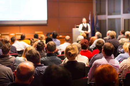 Conferencia de negocios y presentación. Audiencia en la sala de conferencias. Negocios y Emprendimiento.