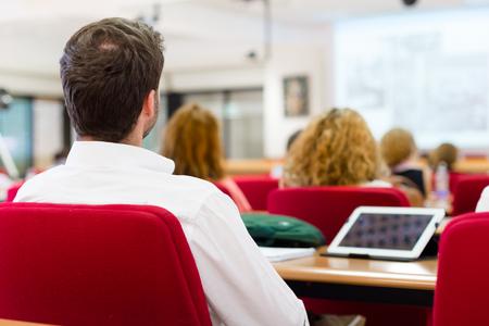 reuniones empresariales: taller de negocios y presentación. Audiencia en la sala de conferencias.