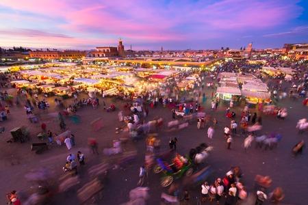 Jamaa el Fna Djemaa el Fna, ist Djemaa el-Fna oder Djemaa el-Fna auch ein Quadrat und Marktplatz in Marrakesch, Marokko, Afrika. Standard-Bild - 54811470