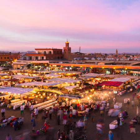 Jamaa el Fna also Jemaa el-Fnaa, Djema el-Fna or Djemaa el-Fnaa is a square and market place in Marrakesh, Morocco, Africa. UNESCO Masterpiece of the Oral and Intangible Heritage of Humanity. Stok Fotoğraf - 54811444