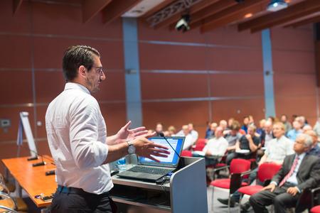 発表企業のビジネス会議での話。会場に観客。ビジネスと起業家のイベントです。 写真素材 - 61222445