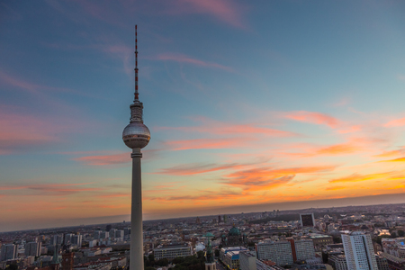 mauer: Panoramic view over Berlin at dusk from roof of the Hotel Park Inn Berlin.