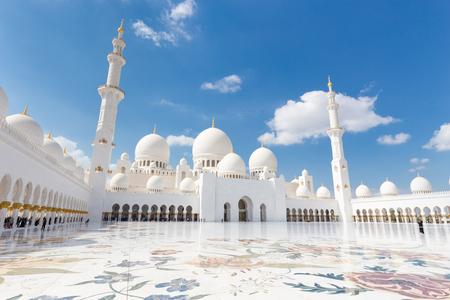Sheikh Zayed Wielki Meczet w Abu Zabi w Zjednoczonych Emiratach Arabskich.
