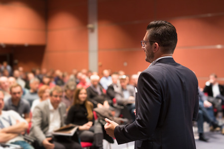 Speaker giving talk at business conference event. Audience at conference hall. Business and Entrepreneurship concept. Foto de archivo