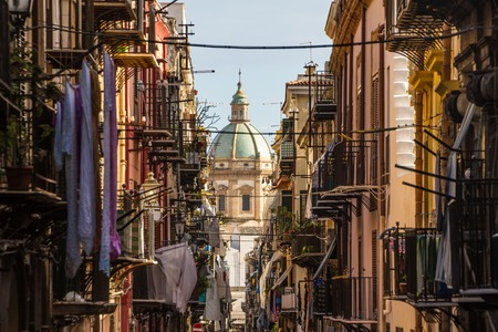 View at the church of San Matteo located in heart of Palermo, Italy, Europe. Traditional Italian medieval city center with typical narrow residential street. Banque d'images