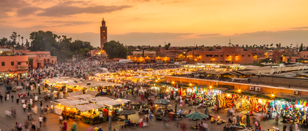 Jamaa el Fna market square, Marrakesh, Morocco, north Africa. Jemaa el-Fnaa, Djema el-Fna or Djemaa el-Fnaa is a famous square and market place in Marrakeshs medina quarter. Stockfoto