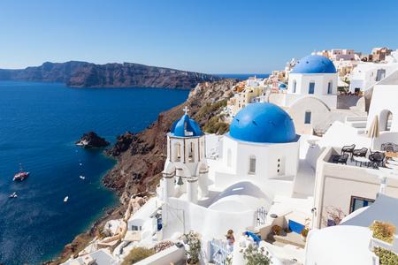 Cityscape of Oia, traditional greek village with blue domes of churches, Santorini island, Greece. Banco de Imagens