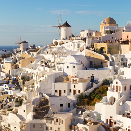 World famous Oia village or Ia at sunset, Santorini island, Greece. Standard-Bild