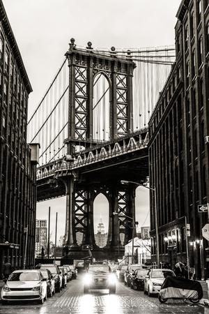 Manhattan Bridgeas seen from Washington street in Brooklyn, New York City, USA. Motion blured jogger running in foreground. Black and white image. Foto de archivo
