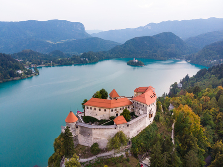 Aerial view of medieval castle by the lake Bled in Slovenia. Beautiful nature of Slovenia. 免版税图像