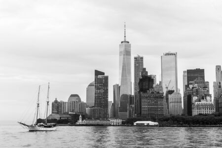 Panoramic view of Lower Manhattan and Jersey City, New York City, USA. Black and white image. Imagens
