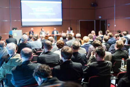 Conferencia y Presentación de Negocios. Audiencia en la sala de conferencias.