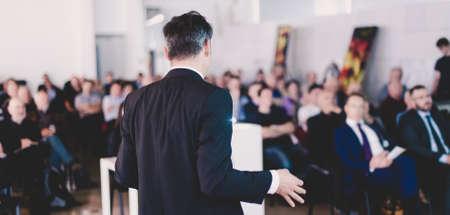 Speaker at Business Conference and Presentation. Imagens