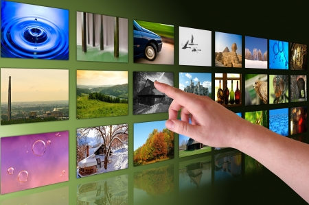 de hand bladeren foto's in virtual reality