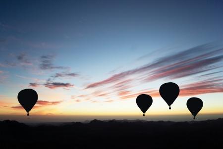 日没の熱気球 写真素材