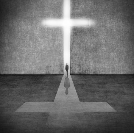 信仰の記号の前に人のシルエット