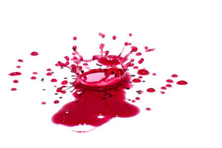 光沢のある赤い液滴 (飛び散っ) 白で隔離されます。