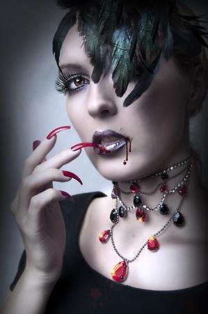 maquillaje de fantasia: Retrato de moda de dama vamp - estilo de maquillaje gótico de vampiro para halloween