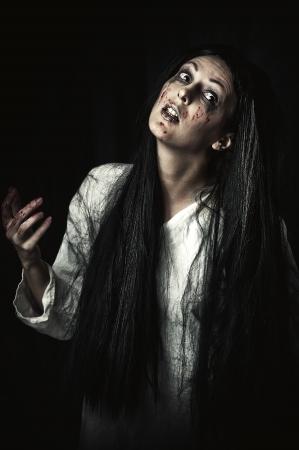 gory: Ritratto di uno zombie sanguinosa e spaventoso gory