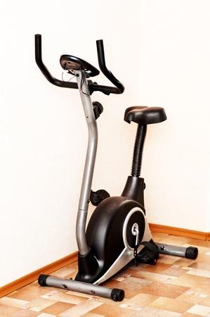 Bicicleta fijos para entrenamiento bueno para hacer ejercicio en casa o en el gimnasio