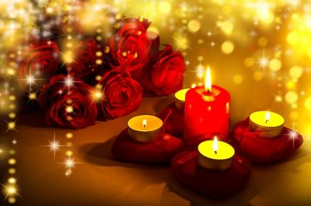bougie coeur: Fond romantique pour la Saint Valentin avec des bougies et des coeurs rouges