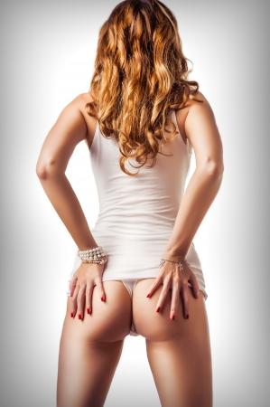 the naked girl: Cuerpo femenino perfecto. La mujer llevaba camiseta blanca de algod�n y la ropa interior tanga con hermosas nalgas