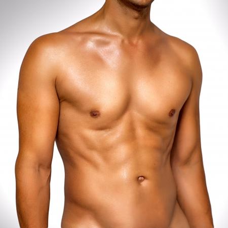 wet nude: Desnudo el torso mojado muscular del hombre desconocido