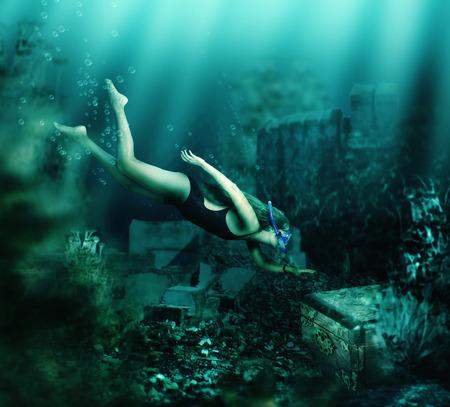 picada: Mujer con la máscara de buceo y snorkel nadando bajo el agua entre las ruinas antiguas a pecho