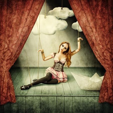 Schöne Frau, die Marionette auf der Bühne Puppentheater