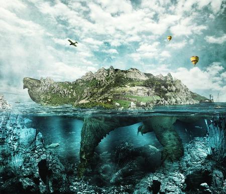 Enorme schildpad in de oceaan begroeide bossen en bergen naar het dorp en het kasteel in de shell drijft als een eiland Stockfoto
