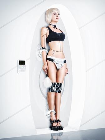 sirvientes: Mujer traje cyborg de mucama sexy. Siervos rob�ticos de carga