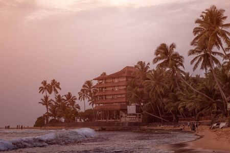 Beautiful tranquil evening sunset over the Indian Ocean on the sandy beach of Sri Lanka in Hikkaduwa Banco de Imagens
