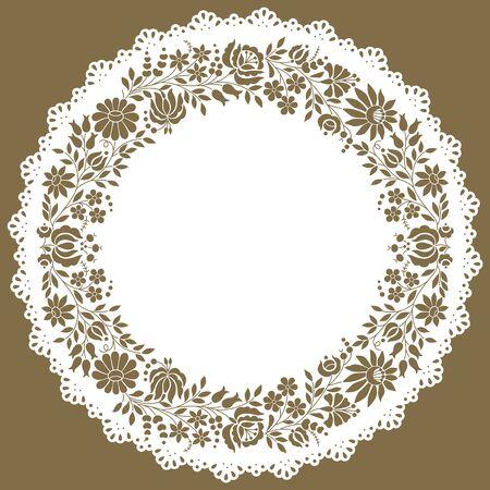Napperon bordé de dentelle de papier en forme de cercle fait d'un authentique motif folklorique de broderie hongroise originaire de la célèbre région de Kalocsa.