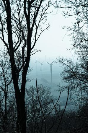 filtered: varios molinos de viento filtran efecto retro
