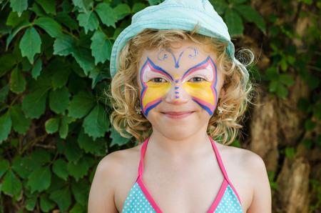 painting face: hermosa chica rubia con pintura de la cara Foto de archivo