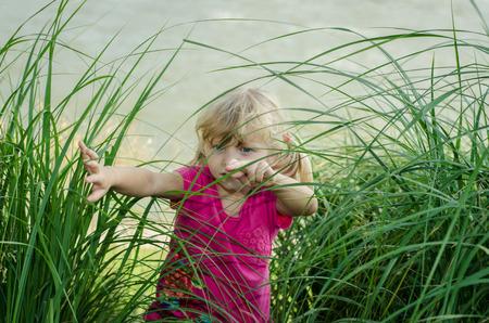 going out: belle ragazze bionde uscire di erba