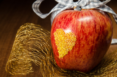 yellow heart: red apple with yellow heart on it