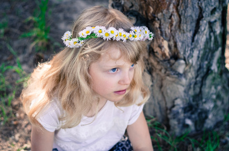 headband: adorable little blond girl with daisy flower headband