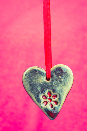 impiccata: hanged brown ceramics heart purple background